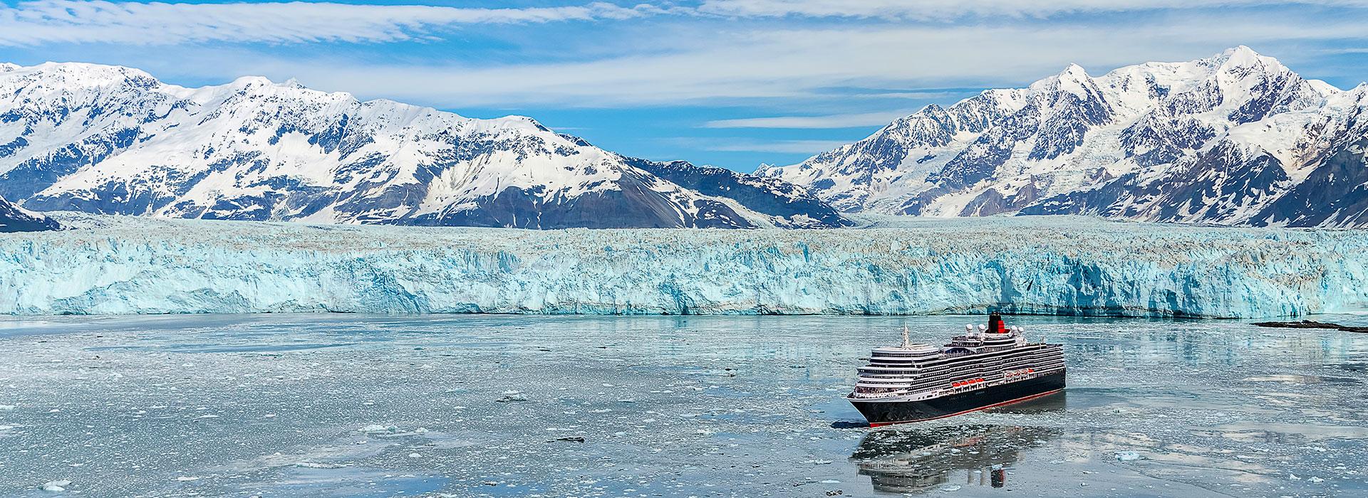 Queen Elizabeth vor Gletscher