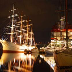 Göta Kanal Reisen Göteborg Segelschiff bei Nacht