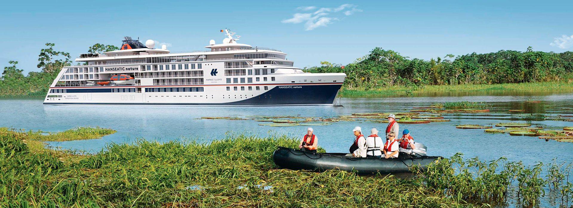 Eines der Hanseatic Schiffe im Amazonas