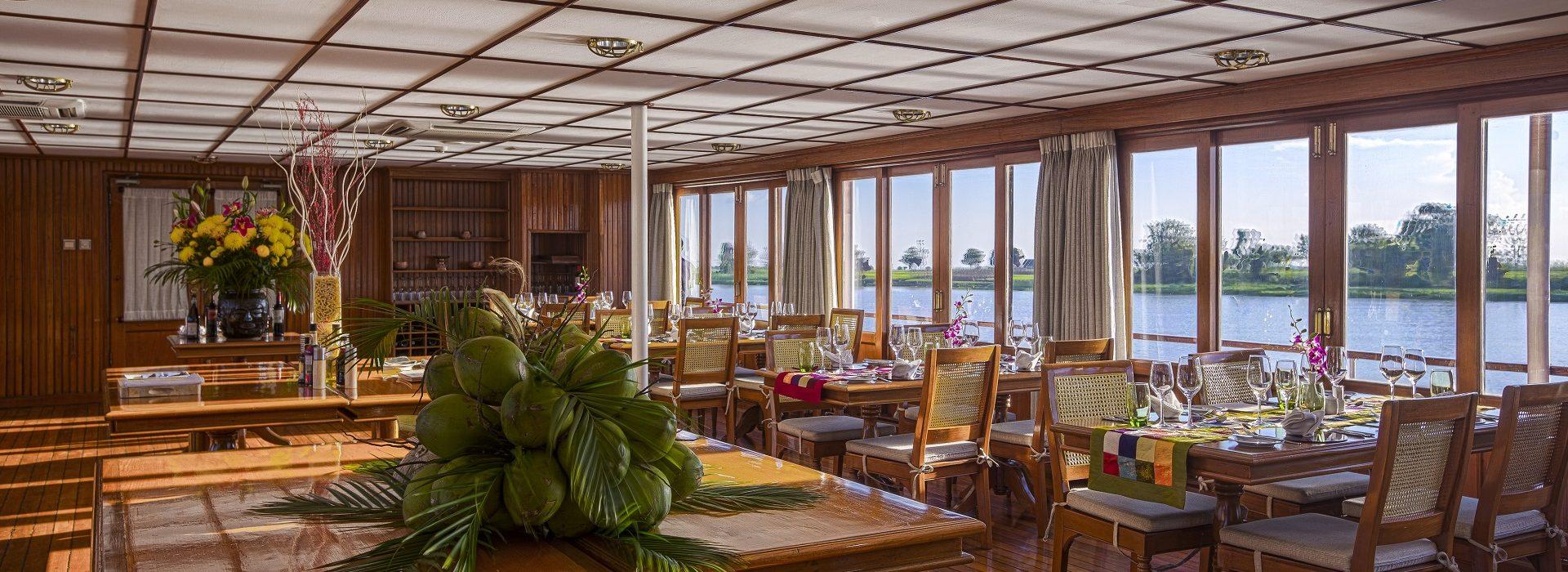 Restaurant auf einemm Pandaw Schiff